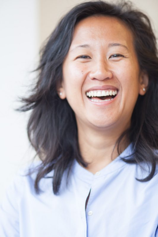 Melanie Samat lachend portret close
